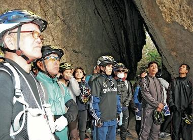 世界遺産の斎場御嶽にも立ち寄って沖縄の文化に触れられるのも魅力のひとつ