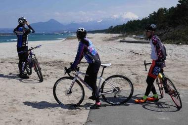 日鳥取県皆生温泉の西北、日本海に面した弓ヶ浜からは大山を遠望できる