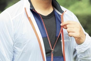 サイクルウエアのラインナップではないが、アンダーにもメリノウールを着用するのもあり。着心地も良く、保温性を持続するため汗冷えしにくい