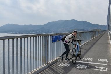 車なら普通に通り過ぎるけど、自転車なら県境でも写真を撮りたくなる!これぞ自転車マジック!笑