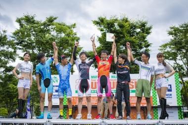 チャンピオンクラス優勝は加藤大貴さん(写真右から4番目)