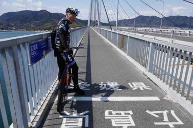 大三島と生口島を結ぶ多々羅大橋の中央が、愛媛と広島の県境