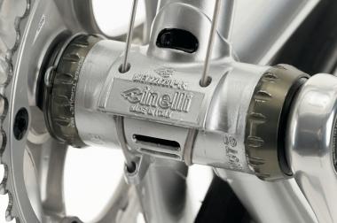 BBシェルには1984年に登場した''スポイラー''を使用。ワイヤリードが一体化されており、軽量化を兼ねた水抜き穴が設けられる