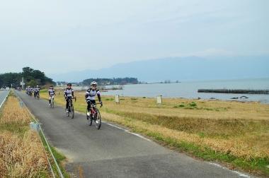 雨予報だったが天気に恵まれ、温かな陽気の中をサイクリングできた
