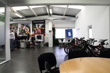 開発チームのオフィス。右奥が創業者の一人であるパブロ氏の部屋だ