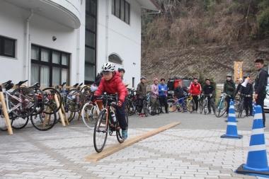 イベントのはじめには、コラッジョ川西の選手たちによってバイクスキルアップ教室が開かれた