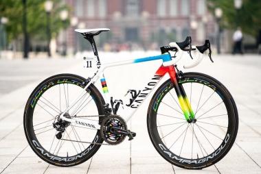 さいたまクリテリウムでバルベルデが使用したアルカンシェルエディションの「アルティメットCF SLX」実車を展示 ©︎Canyon Bicycles