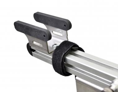 BB受け部分はフレームにやさしい柔らかいエラストマー素材を使用、ダイレクトマウントブレーキやエアロ形状フレームに対応した新型タイプ