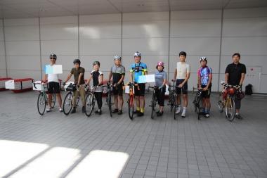 今回のツアーには我々メディアを含めて10人のサイクリストが参加した。
