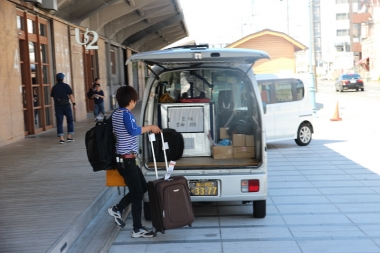 ホテル間の荷物は運送便を利用 軽装で走りを思い切り楽しめる。