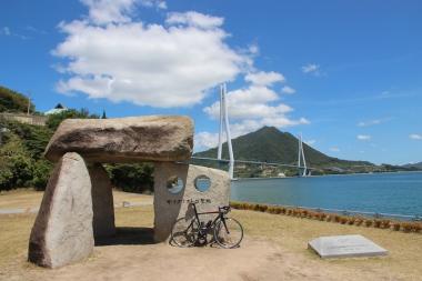 多々羅大橋のそばにあるサイクリストの聖地の碑も訪問