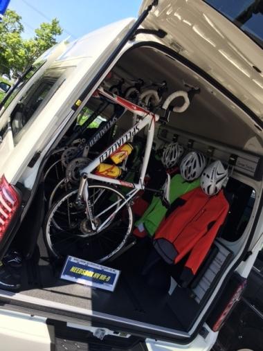 自転車を積めるトランポ仕様のキャラバンがニーズボックスブースに展示されています
