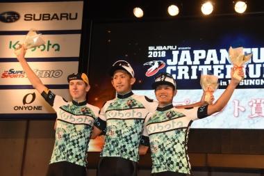 スプリント賞を獲得した3選手。左からポガチャル、大久保、孫崎