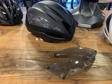 ヘルメットのエアロダイナミクス性能を向上させる「エアロブレード」。それぞれ3点マグネット式で簡単に取り外せる