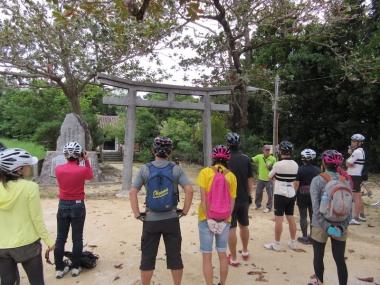 沖縄には元々鳥居がなかったが廃藩置県により設置された「南謝門(なんざじょー)」年に一度相撲大会が開催される