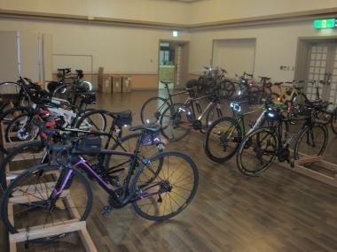 大会会場の「リゾートホテル久米アイランド」では、施錠付きで自転車を管理してくれるので安心