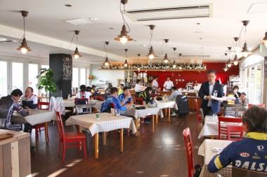 B.B.BASEを利用した旅行商品にも登場する「ホテルファミリーオ館山」で昼食。房総のリゾート感