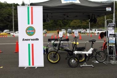 ベネリも最新作である小径車と、人気のMTBタイプを出展
