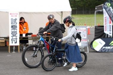 親子連れの参加者が多いWECらしく、奥さんや子どもたちもeバイクに触れる機会に