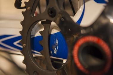 このようなチェーン落ちによるキズがあるバイクでも、ワンプライス買い取りシステムが適用される