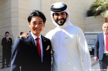 ナセル・ビン・ハマド・アル・カリファ王子と新城 photo:Miwa IIJIMA