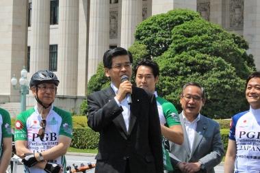 初代自転車活用推進本部長の石井啓一国土交通省大臣