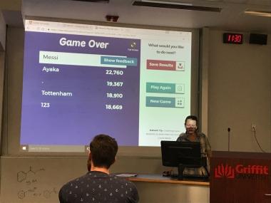 授業ではKahoot! というクイズアプリを使って小テストを行うこともしばしば。スマートフォンをリモコン代わりに、全員でスコアを競えるのでゲーム感覚で楽しいです
