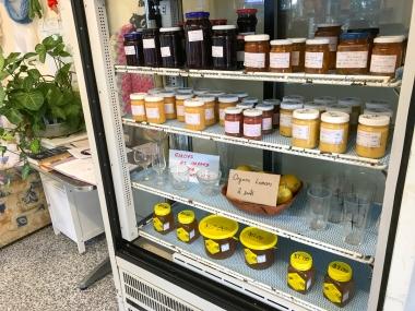カフェでは手作りジャムや蜂蜜も販売。この素朴さがオーストラリアらしい