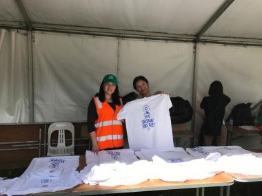 ゴール地点でもらえる大会記念Tシャツ。日本と同様、オーストラリアもライドイベントはボランティアスタッフの方に支えられています。キュートな笑顔と共にTシャツを渡されると疲れも吹き飛びました