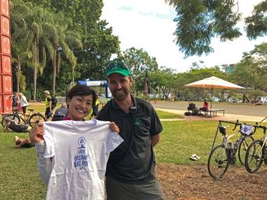 イベントマネージャーのジョエルさんと。「日本のサイクリストにもぜひ、ブリスベン、クイーンズランド州を自転車で走る魅力を知ってほしいな!」