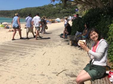 晴れた日のヌーサ・ヘッズはこんな感じ。ビーチで食べるバーガーは最高!