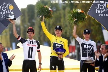左から総合2位のドゥムラン、総合優勝したトーマス、総合3位のフルーム  (©Bettiniphoto)