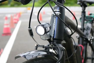 「非常に明るくて頼もしかった」という付属のライト。テールラン プも標準装備されている