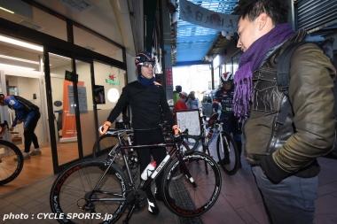 クネゴはイタリアのハンドメイドバイク「BIXXIS(ビクシズ)」でサイクリングに出かけた