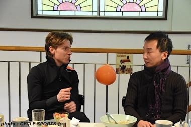 BIXXIS JAPAN代表の静観さん(右)がクネゴの通訳を買って出てくれた