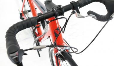 普通の自転車のハンドルの握り方でブレーキをかけられるサブブレーキレバー