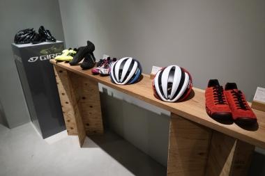スタジオ内にはジロの最新の製品を展示