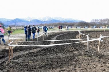 シングルスピードが終わる頃にはすっかり踏み固められていた野辺山名物の泥セクション