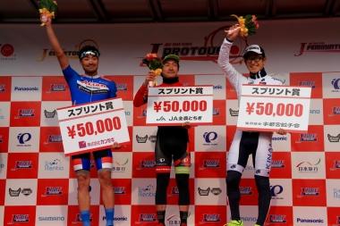 中間スプリント賞を獲得した原田、鈴木、中島