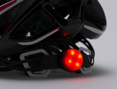 付属する赤色のテールライトが後頭部にビルトインできて、夜間走行時の被視認性を高めてくれる