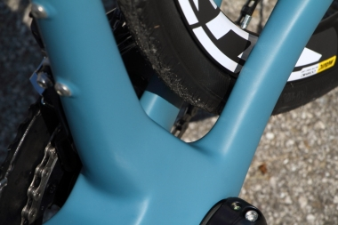 タイヤクリアランスはディスクブレーキを使う場合は30Cまで、リムブレーキを使 う場合は28Cまで対応する。リムブレーキの場合は、ブレーキキャリパーのタイヤキャパシティーに依存しているため28Cだ