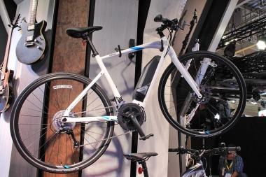 よりアップライトな姿勢をとることができるフラットバーロードバイク「YPJ-EC」