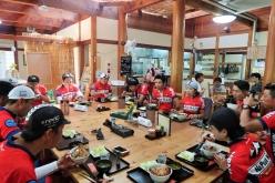 寄居町日本の里 風布館で昼食を囲む Photo:サイクルスポーツ編集部