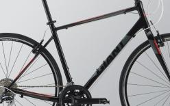 LIGHT WEIGHT FRAME:クロスバイクの常識を覆す軽量アルミフレーム。チューブ細部の形状を追求して快適性も高めている