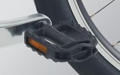 GRIP&PEDAL:クッション性と握りやすさを両立するグリップと、滑りにくく靴底を痛めない軽量なペダルを採用。