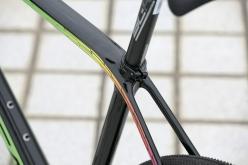トップチューブからシートステーにかけてスムーズにつながる造形。27.2mm径という細めのシートポストも快適性に貢献する