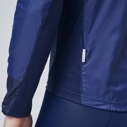 通気性を確保する袖裏と脇のメッシュ素材