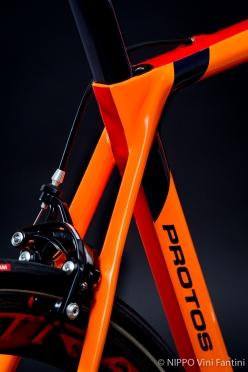 PROTOSの従来のデザインを踏襲しながらもエアロ効果に優れたフレーム形状