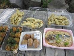 長浜市にある道の駅 湖北みずとりステーションでランチ。行列ができるほど人気の小鮎の天ぷら350円)、鯖そうめん(398円)等とてもリーズナブル