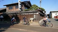 近江高島旧街道の町並みは、湖だけではないビワイチのアクセントとなっている